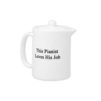 Este pianista ama su trabajo