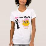 Este polluelo ama tenis camisetas