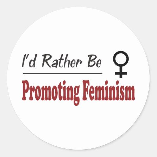 Esté promoviendo bastante feminismo pegatina redonda