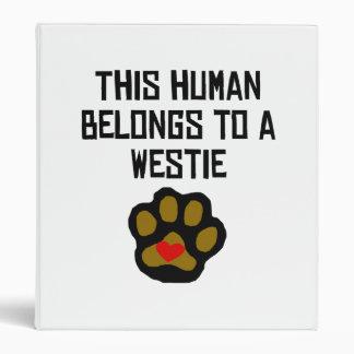 Este ser humano pertenece a un Westie