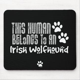 Este ser humano pertenece a un Wolfhound irlandés Alfombrilla De Raton