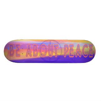 Esté sobre el monopatín de la paz skate boards