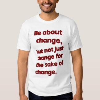 Esté sobre la camiseta del cambio (blanca) poleras