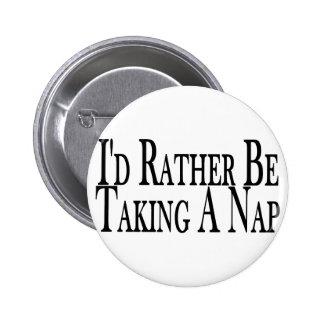 Esté tomando bastante una siesta pin redondo de 2 pulgadas