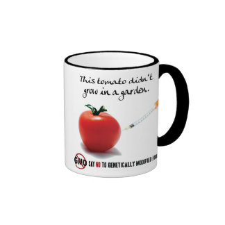 Este tomate no creció en un jardín. Diga NO a GMO Taza De Dos Colores