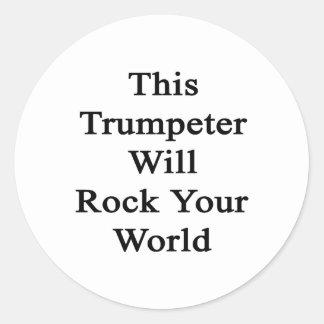 Este trompetista oscilará su mundo etiquetas redondas