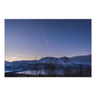 Estela de vapor sobre Narvik en la impresión de la Fotografía