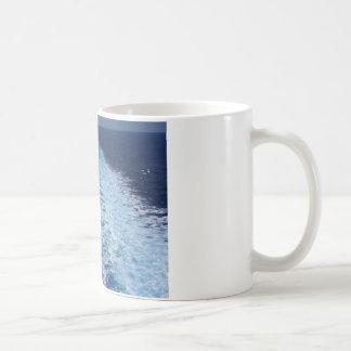 Estela del barco de cruceros taza de café