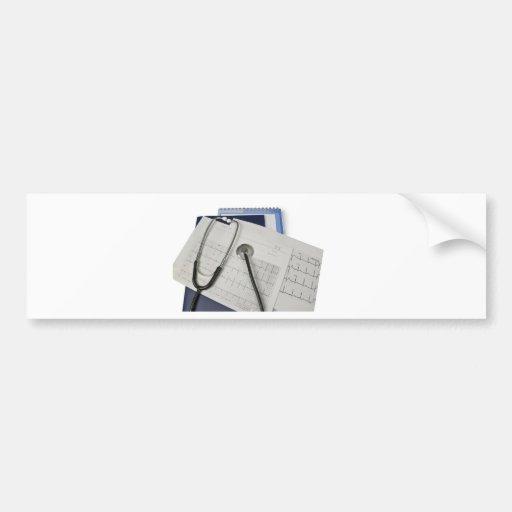 estetoscopio médico en lecturas del cardiograma EK Etiqueta De Parachoque