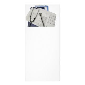 estetoscopio médico en lecturas del cardiograma EK Lonas Publicitarias