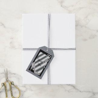 Estilete reluciente de plata y cumpleaños de las etiquetas para regalos