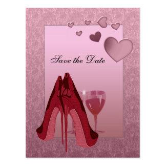 Estilete rojo de la celebración y corazones postales