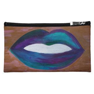 Estilista femenino del beso de los labios amorosos