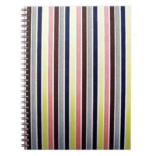 Estilo de la tendencia del diseño moderno de los c libros de apuntes