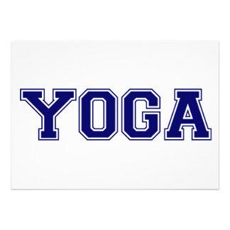 Estilo de la universidad de la yoga anuncio