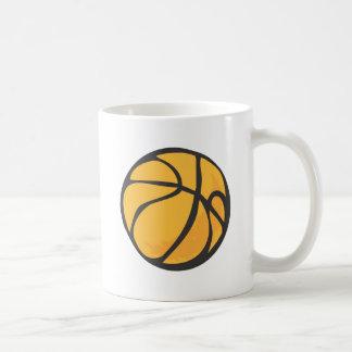 Estilo dibujado del baloncesto a disposición taza de café