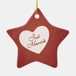 Estilo retro del vintage apenas casado en rojo ant ornamento para arbol de navidad