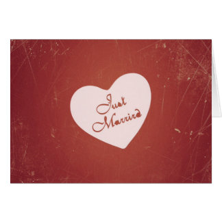 Estilo retro del vintage apenas casado en rojo ant tarjeta de felicitación