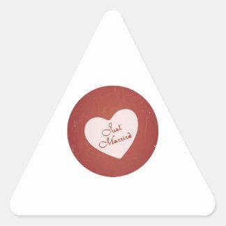 Estilo retro del vintage apenas casado en rojo pegatinas triangulo personalizadas