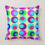 estilo retro divertido y colorido almohadas