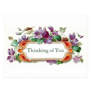 Estilo retro que piensa en usted violetas florales tarjetas postales
