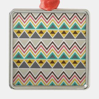 Estilo tribal del diseño de los zigzags del nativo adorno navideño cuadrado de metal