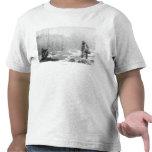 Estimada caza acertada cerca de la fotografía de camiseta
