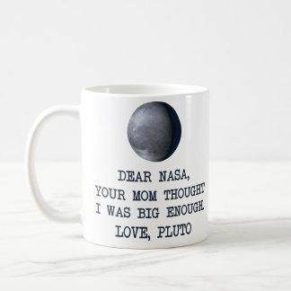 Estimado amor Plutón de la NASA Taza Básica Blanca