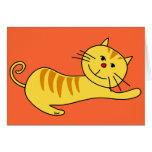 Estirar perezoso la tarjeta en blanco del gato