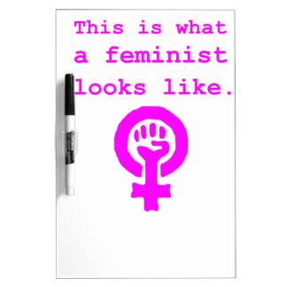 Esto es lo que parece una feminista pizarra blanca