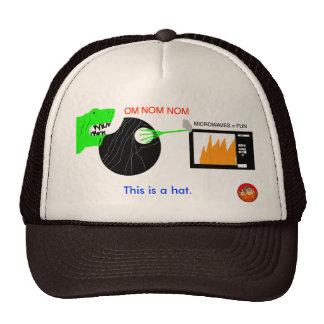Esto es un gorra OM NOM NOM