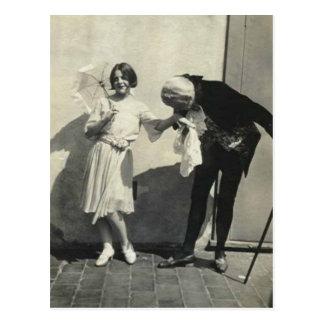 Esto es una fotografía antigua adorable de un postales