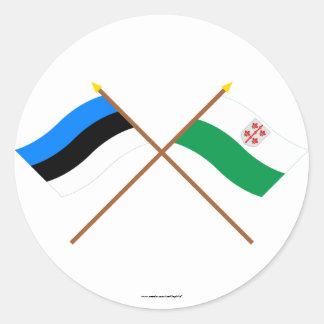 Estonia y banderas cruzadas Hiiu Pegatina Redonda