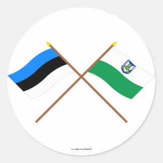 Estonia y banderas cruzadas Viljandi Pegatina Redonda
