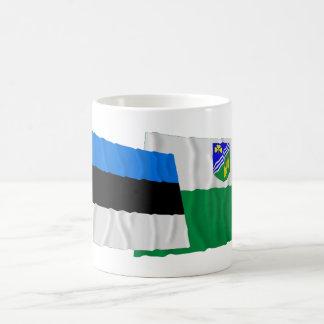 Estonia y banderas que agitan de Jõgeva Taza De Café