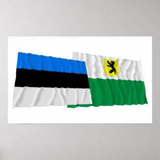 Estonia y banderas que agitan de Pärnu Posters