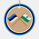 Estonia y banderas que agitan de Võru Adorno