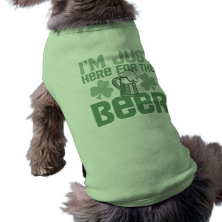 """Estoy apenas aquí para la cerveza"" Camisas De Mascota"