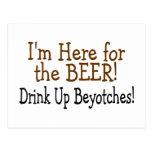 Estoy aquí para la bebida de la cerveza encima de  postales