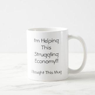 ¡Estoy ayudando a esta economía de la lucha!!! Tazas De Café