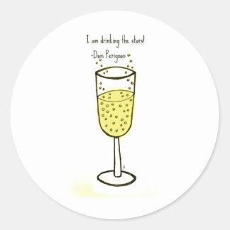 Estoy bebiendo la impresión del champán de las pegatina redonda