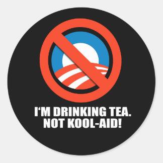 Estoy bebiendo la Kool-Ayuda del té no Pegatina Redonda