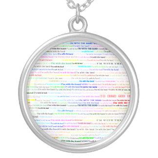 Estoy con el collar redondo del diseño II del text
