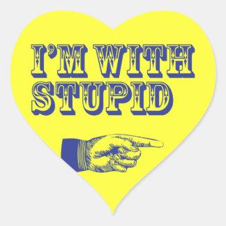 Estoy con estúpido calcomania de corazon