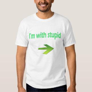 Estoy con la camiseta básica estúpida playeras