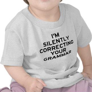 Estoy corrigiendo la gramática camisetas