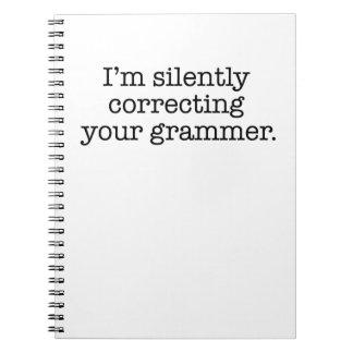 Estoy corrigiendo silenciosamente su gramática libreta espiral