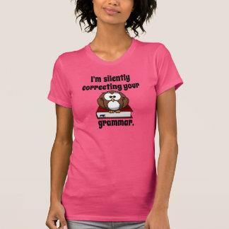 Estoy corrigiendo silenciosamente su gramática camisetas