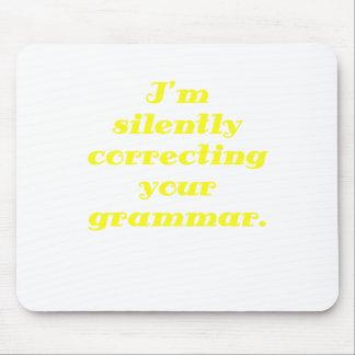 Estoy corrigiendo silenciosamente su gramática alfombrillas de ratón