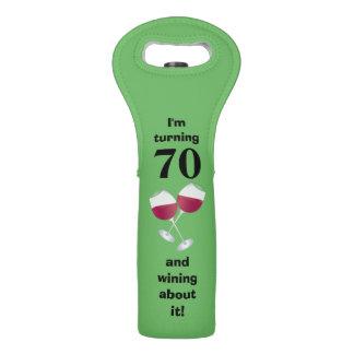 Estoy dando vuelta a 70 y wining sobre él bolsas para botella de vino